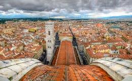佛罗伦萨全景从中央寺院大教堂圆屋顶的  免版税库存图片