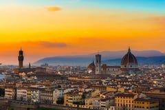 佛罗伦萨和中央寺院日落视图  库存图片