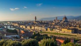 佛罗伦萨和中央寺院日落视图  库存照片