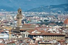 佛罗伦萨圆顶和塔鸟瞰图都市风景 库存图片