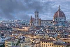 佛罗伦萨圆顶和塔鸟瞰图都市风景 免版税库存图片