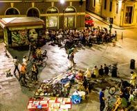 佛罗伦萨在与开心的人的晚上在一家地方咖啡店 免版税库存照片
