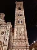 佛罗伦萨在夜之前-大教堂二圣玛丽亚del菲奥雷或中央寺院 免版税图库摄影