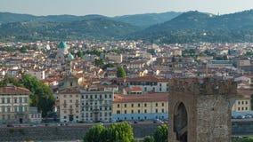 佛罗伦萨在日出的市timelapse顶视图与亚诺河河桥梁和历史大厦 股票录像