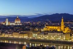 佛罗伦萨在晚上,意大利看法  免版税库存图片