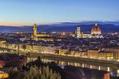 佛罗伦萨在晚上,意大利看法  库存图片