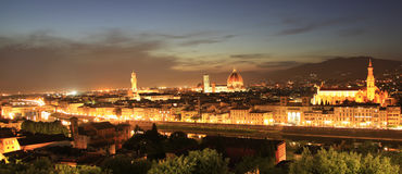 佛罗伦萨地平线在晚上,观看从Piazzale米开朗基罗 库存照片