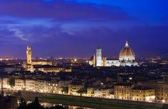 佛罗伦萨夜鸟瞰图有圣玛丽亚del菲奥雷Duomo, Palazzo Vecchio大教堂的  库存照片