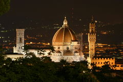 佛罗伦萨大教堂和Palazzo Vecchio夜 图库摄影