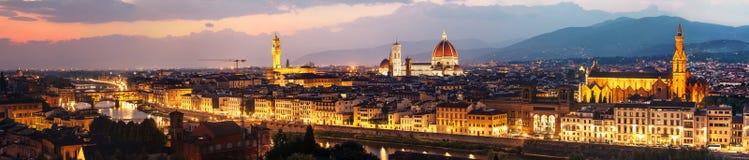 佛罗伦萨市地平线晚上全景  库存图片