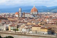 佛罗伦萨市地平线有大教堂的 库存图片