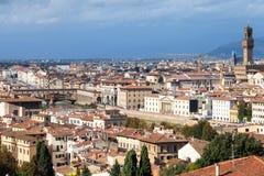 佛罗伦萨市地平线有桥梁和宫殿的 免版税图库摄影