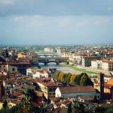 佛罗伦萨市视图葡萄酒作用 Ponte Vecchio,阿尔诺河 库存照片