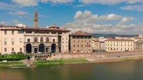 佛罗伦萨市,亚诺河河圣玛丽亚del菲奥雷4K寄生虫录影散步和大教堂的鸟瞰图  影视素材