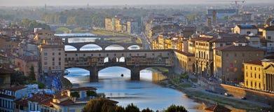 佛罗伦萨桥梁日落的 库存图片