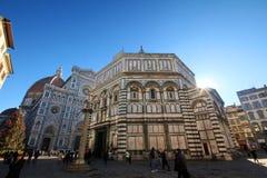 佛罗伦萨浸礼会近的中央寺院  免版税库存照片