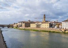 佛罗伦萨的历史的市中心-从亚诺河的看法 库存图片