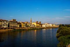 佛罗伦萨看法从亚诺河河的 库存图片