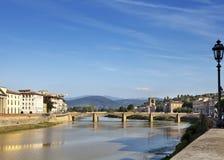 佛罗伦萨视图 在亚诺河河的桥梁 免版税库存图片