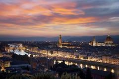 佛罗伦萨都市风景在晚上 图库摄影