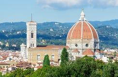 佛罗伦萨鸟瞰图有大教堂的圣玛丽亚del菲奥雷(中央寺院) 免版税库存照片