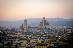 佛罗伦萨,圣玛丽亚del菲奥雷,在日落期间的中央寺院 免版税库存图片
