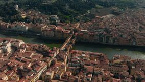 佛罗伦萨,意大利, Ponte Vecchio老桥梁,阿尔诺河4K鸟瞰图  股票录像