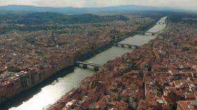 佛罗伦萨,意大利, Ponte Vecchio老桥梁,阿尔诺河4K鸟瞰图  影视素材