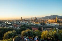 佛罗伦萨,意大利- 2017年10月 佛罗伦萨市看法从米开朗基罗广场的小山的 旅行目的地佛罗伦萨 图库摄影