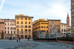 佛罗伦萨,意大利- 2016年11月13日:海王星喷泉和广场della Signoria在清早 库存图片