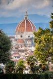 佛罗伦萨,意大利- 2009年1月23日:Brunelleschi ` s圆顶的Piazzale米开朗基罗米开朗基罗广场视图 免版税库存照片