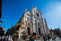佛罗伦萨,意大利- 2017年10月 狭窄的街道在佛罗伦萨,托斯卡纳,意大利 佛罗伦萨建筑学和地标  免版税库存照片