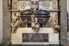 佛罗伦萨,意大利- 2015年11月:米开朗基罗Buonarroti,三塔Croce大教堂坟茔  免版税库存图片