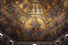 佛罗伦萨,意大利- 2015年11月:金黄马赛克和基督圣乔瓦尼洗礼池的  库存图片