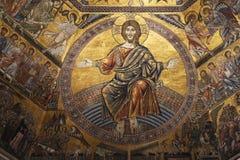 佛罗伦萨,意大利- 2015年11月:金黄马赛克和基督圣乔瓦尼洗礼池的  库存照片