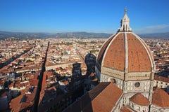 佛罗伦萨,意大利- 2015年11月:Brunelleschi城市的圆顶和风景 免版税库存照片