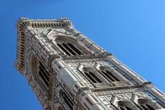 佛罗伦萨,意大利- 2015年11月:Giotto钟楼,三塔Croce大教堂,世界遗产 库存照片