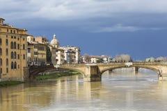 佛罗伦萨,意大利- 3月07 :在的Ponte圣诞老人Trinita桥梁 免版税库存照片