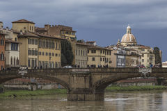 佛罗伦萨,意大利- 3月07 :在的Ponte圣诞老人Trinita桥梁 库存图片