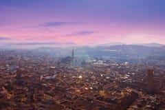佛罗伦萨,托斯卡纳,意大利鸟瞰图  从大教堂圣的看法 图库摄影