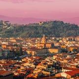 佛罗伦萨,美好的日落的意大利全景  大教堂城市中央寺院佛罗伦萨意大利维修服务 免版税库存图片