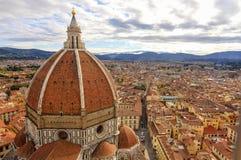 佛罗伦萨:与圣玛丽亚del菲奥雷Dome HDR的风景 库存照片