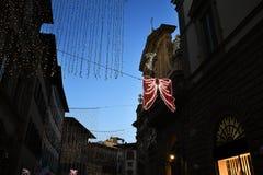 佛罗伦萨2017年12月9日:圣诞灯装饰在佛罗伦萨的中心 免版税库存照片