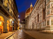 佛罗伦萨 舒适下房子晚上浪漫海星街道 免版税库存图片
