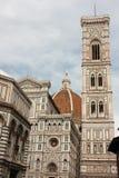 佛罗伦萨- Campanile di Giotto wtith Duomo di Fir著名塔  免版税库存照片