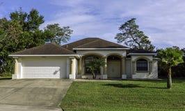 佛罗里达别墅在阳光下 免版税图库摄影