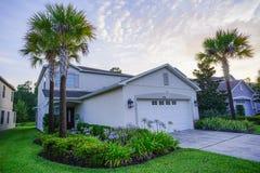 佛罗里达和太阳集合的一个典型的社区 图库摄影