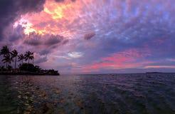 佛罗里达锁上与桃红色橙色和黄色云彩的日落 免版税图库摄影