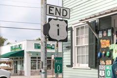 佛罗里达风景高速公路签到基韦斯特岛,佛罗里达,美国 英里零的符号是起点美国途径1在490 Whitehead St在Key West S 路线1在基韦斯特岛 免版税库存照片