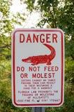 佛罗里达鳄鱼警报信号 库存照片